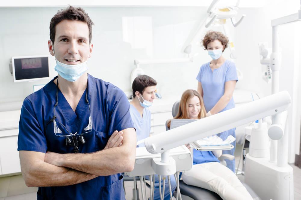 ¿Qué debo hacer para recuperarme rápidamente de una cirugía bucal?